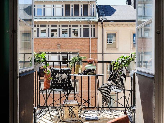 Фотография: Балкон в стиле Восточный, Кухня и столовая, Гостиная, Спальня, Скандинавский, Эклектика, Декор интерьера, Квартира, Швеция, Декор, Зеленый, Стокгольм, как создать уютную атмосферу, как обустроить двухкомнатную квартиру, 2 комнаты, 40-60 метров, как сочетать орнаменты – фото на INMYROOM
