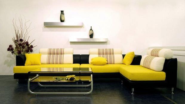 Фотография: Кухня и столовая в стиле Минимализм, Гостиная, Декор интерьера, Квартира, Студия, Дом, Мебель и свет, угловой диван в интерьере – фото на INMYROOM