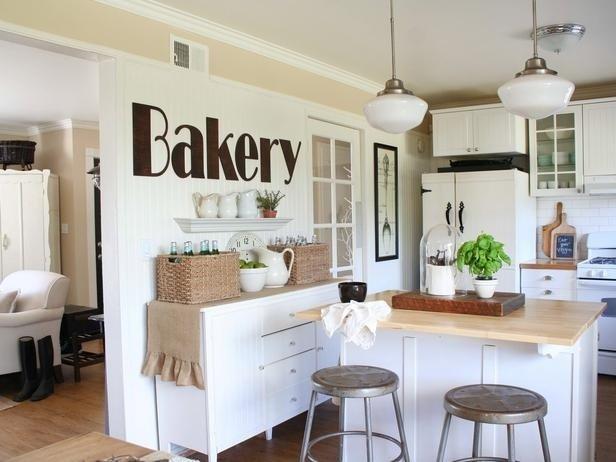 Фотография: Кухня и столовая в стиле Скандинавский, Декор интерьера, Декор дома, Цвет в интерьере, Белый, Ретро, Шебби-шик – фото на INMYROOM