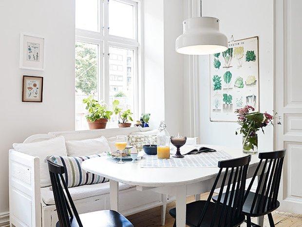 Фотография: Кухня и столовая в стиле Скандинавский, Декор интерьера, Малогабаритная квартира, Квартира, Дома и квартиры, Советы, Зеркало – фото на INMYROOM