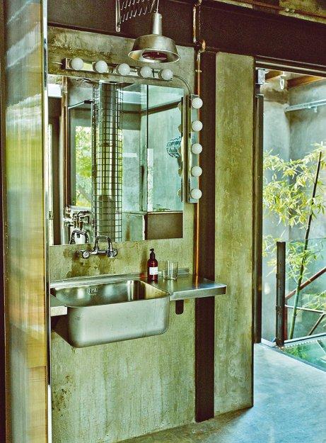 Фотография: Ванная в стиле Лофт, Дома и квартиры, Интерьеры звезд, Индустриальный – фото на INMYROOM