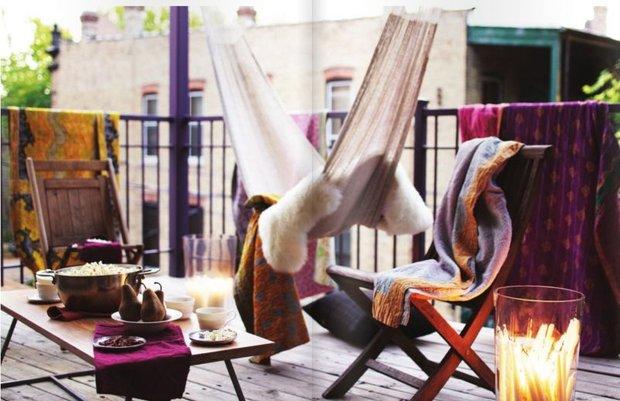 Фотография: Балкон в стиле Скандинавский, Декор интерьера, Квартира, Флористика, Интерьер комнат, Интерьерный стиль, Декор, Прочее, Советы, Кресло, Окно, Зонирование – фото на INMYROOM