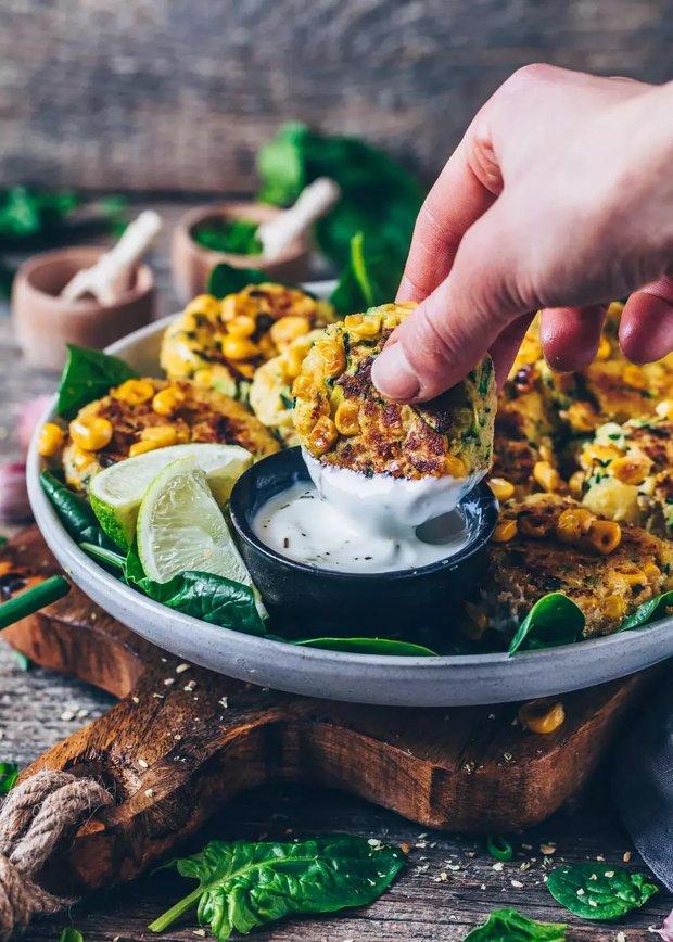 Фотография:  в стиле , Закуска, Здоровое питание, Вегетарианская, Веганская, Жарить, Картофель, Кулинарные рецепты, 30 минут, Европейская кухня, Просто, Цукини, Кукуруза – фото на INMYROOM