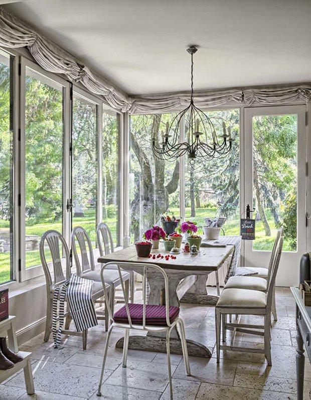 Фотография: Балкон, Терраса в стиле Прованс и Кантри, Кухня и столовая, Декор интерьера, Мебель и свет, Дача – фото на INMYROOM