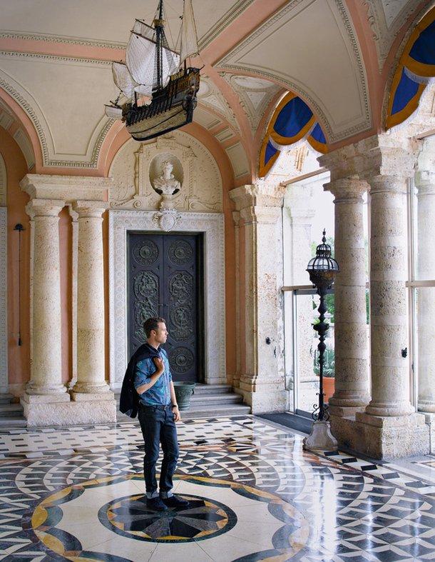 Фотография:  в стиле , Гид, Жан-Луи Денио – фото на INMYROOM