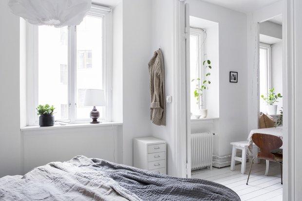 Фотография: Спальня в стиле Скандинавский, Декор интерьера, Квартира, Швеция, Белый, Гетеборг, 2 комнаты, 40-60 метров – фото на INMYROOM