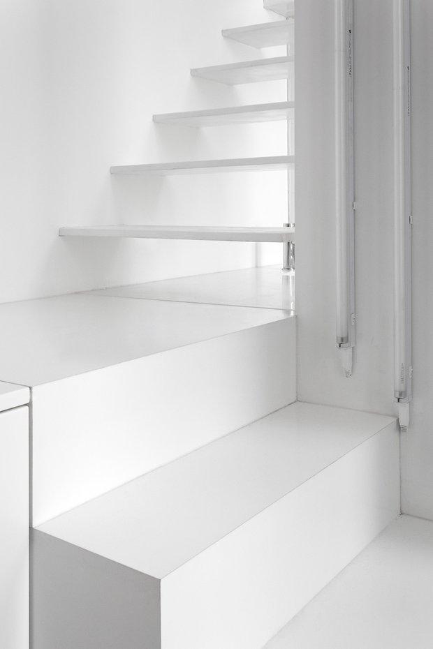 Фотография:  в стиле Современный, Малогабаритная квартира, Квартира, Цвет в интерьере, Дома и квартиры, Белый – фото на InMyRoom.ru