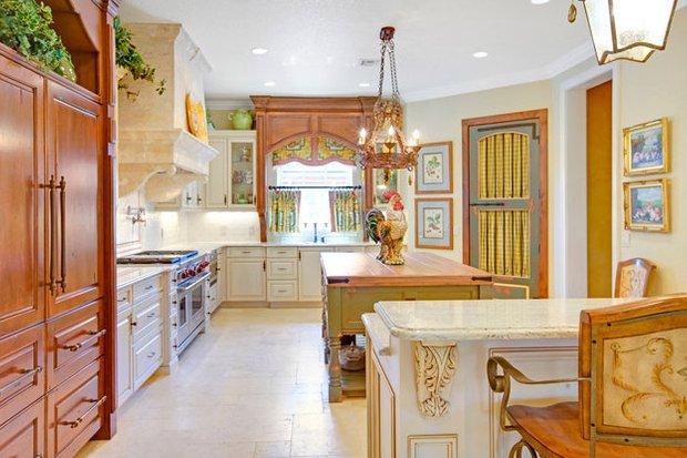 Фотография: Кухня и столовая в стиле Прованс и Кантри, Декор интерьера, Текстиль, Шторы – фото на InMyRoom.ru