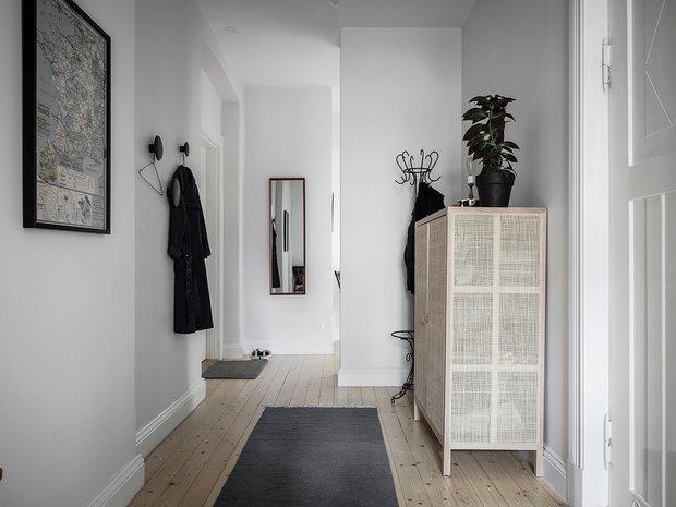 Фотография: Прихожая в стиле Скандинавский, Декор интерьера, Квартира, Швеция, Белый, Черный, Стокгольм, ИКЕА, хранение вещей, хранение в ванной комнате, 3 комнаты, 60-90 метров – фото на INMYROOM