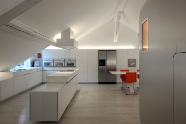 Фотография: Кухня и столовая в стиле Хай-тек, Лофт, Современный, Квартира, Дома и квартиры, Футуризм – фото на INMYROOM