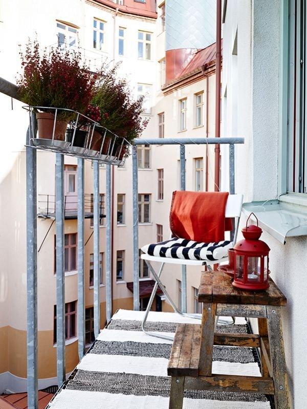 Фотография: Балкон в стиле Прованс и Кантри, Квартира, Аксессуары, Мебель и свет, Терраса, Советы, Ремонт на практике, бюджетное обновление балкона, экономичный ремонт на балконе – фото на INMYROOM