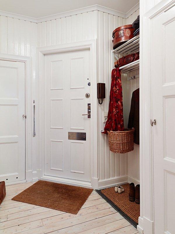 Фотография: Прихожая в стиле Скандинавский, Малогабаритная квартира, Квартира, Цвет в интерьере, Дома и квартиры, Белый, Гетеборг, 2 комнаты, 40-60 метров – фото на INMYROOM