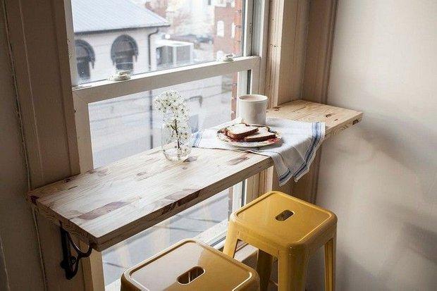 Кстати, вместо стола можно использовать подоконник.