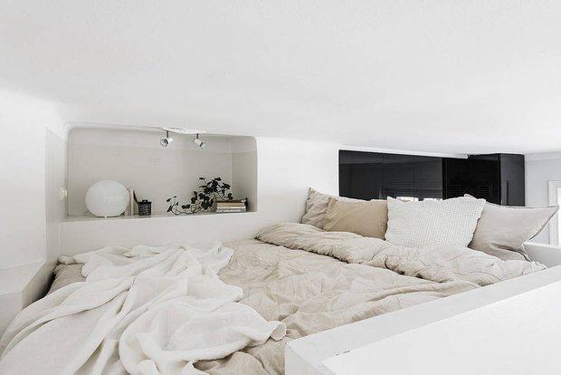 Фотография: Спальня в стиле Скандинавский, Современный, Декор интерьера, Квартира, Студия, Белый, Минимализм, Черный, до 40 метров – фото на INMYROOM