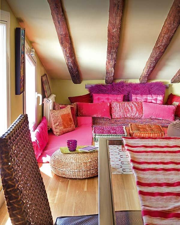Фотография: Гостиная в стиле Прованс и Кантри, Восточный, Дом, Чердак, Мансарда – фото на INMYROOM