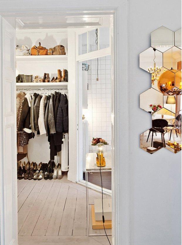 Фотография: Прихожая в стиле Скандинавский, Малогабаритная квартира, Квартира, Цвет в интерьере, Дома и квартиры, Белый – фото на InMyRoom.ru