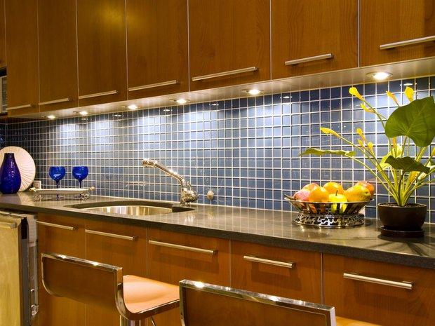 Фотография:  в стиле , Кухня и столовая, Советы, Градиз, как оформить интерьер кухни, Галина Ворошилова, как выбрать плитку для фартука, керамическая плитка на кухне, как разместить розетки на кухне – фото на INMYROOM