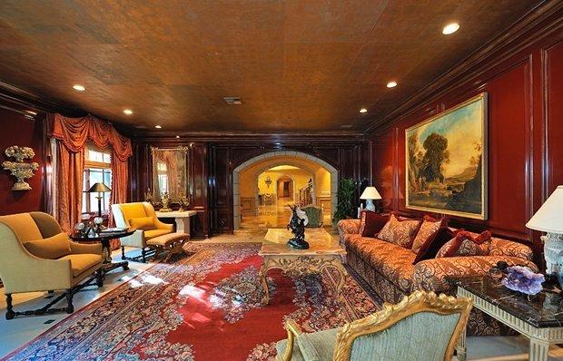 Фотография: Гостиная в стиле Классический, Декор интерьера, Дом, Дома и квартиры, Интерьеры звезд – фото на INMYROOM