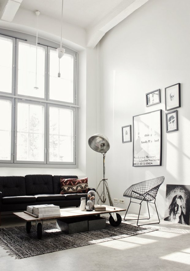 Фотография: Гостиная в стиле Лофт, Скандинавский, Декор интерьера, Мебель и свет, Журнальный столик – фото на InMyRoom.ru
