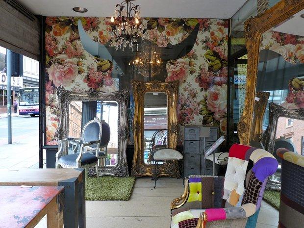 Фотография: Гостиная в стиле Эклектика, Декор интерьера, Декор дома, Цвет в интерьере, Геометрия в интерьере – фото на INMYROOM
