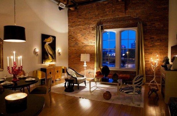 Фотография: Гостиная в стиле Эклектика, Квартира, Дом, Декор, Мебель и свет, Советы, Дача, Barcelona Design, как визуально увеличить высоту потолков – фото на INMYROOM