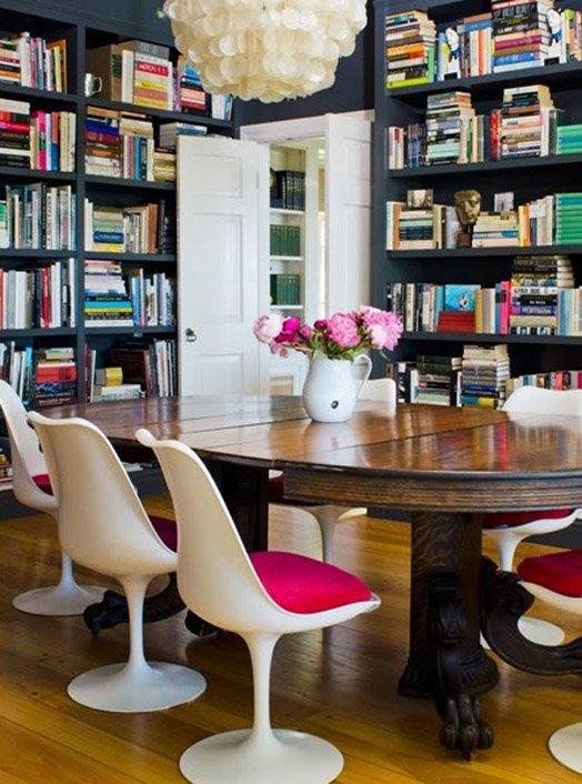 Фотография: Кухня и столовая в стиле Классический, Современный, Системы хранения, Библиотека, Домашняя библиотека – фото на INMYROOM