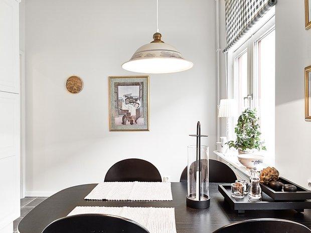 Фотография: Кухня и столовая в стиле Скандинавский, Современный, Малогабаритная квартира, Квартира, Швеция, Цвет в интерьере, Дома и квартиры, Белый, Гетеборг – фото на INMYROOM