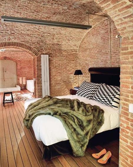 Фотография: Спальня в стиле Лофт, Эклектика, Декор интерьера, Дом, Антиквариат, Дома и квартиры, Стена, Мадрид – фото на INMYROOM