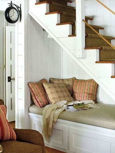 Фотография: Кухня и столовая в стиле Современный, Советы, Гид, Дом и дача, ниша под лестницей – фото на INMYROOM