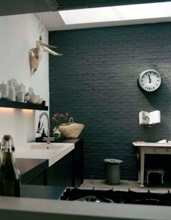 Фотография: Ванная в стиле Лофт, Прованс и Кантри, Скандинавский, Декор, Советы, Ремонт на практике, кирпич в интерьере, покраска кирпичной стены, кирпичная стена, кирпичная стена в интерьере, краска для кирпичной стены – фото на INMYROOM