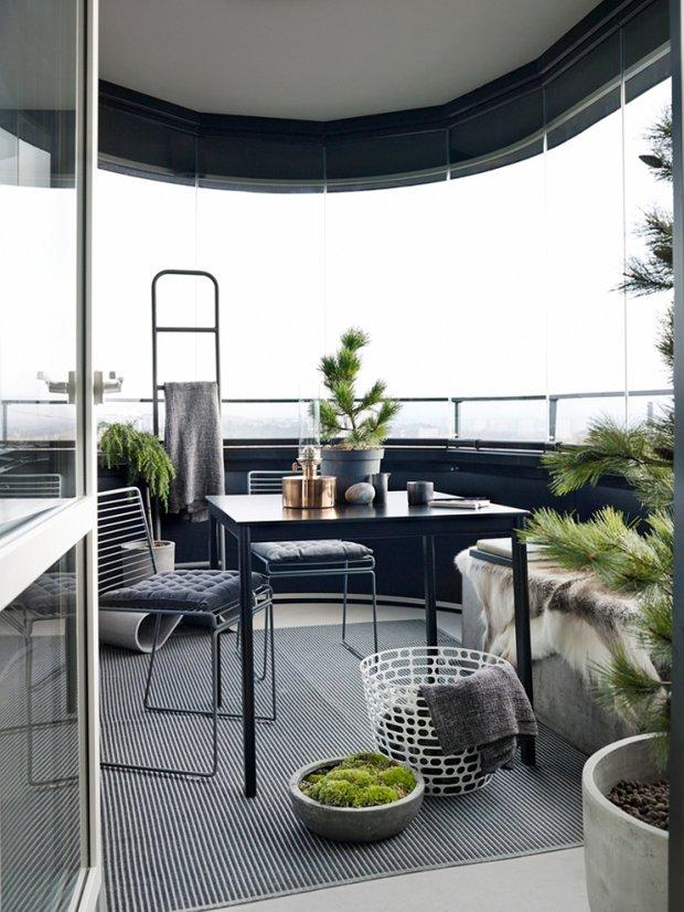 Фотография: Балкон в стиле Скандинавский, Минимализм, Декор интерьера, Квартира, Аксессуары, Мебель и свет, Белый, Черный – фото на INMYROOM