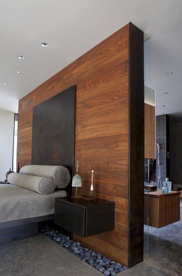 Фотография: Спальня в стиле Лофт, Эко, Малогабаритная квартира, Квартира, Советы, Бежевый, Бирюзовый, Зонирование, как зонировать комнату, как зонировать однушку, как зонировать однокомнатную квартиру – фото на INMYROOM