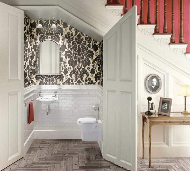 Фотография: Гостиная в стиле Классический, Советы, Гид, Дом и дача, ниша под лестницей – фото на InMyRoom.ru