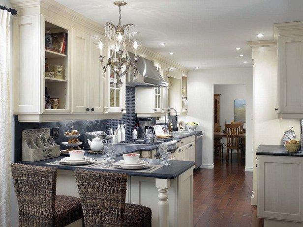 Фотография: Кухня и столовая в стиле Прованс и Кантри, Мебель и свет, Советы, Ремонт на практике – фото на INMYROOM