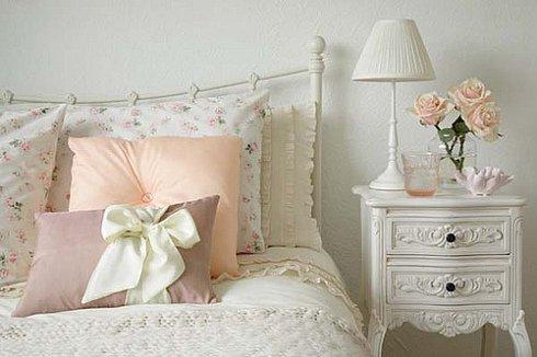 Фотография: Спальня в стиле Прованс и Кантри, Декор интерьера, Декор дома, Подушки, Вышивка – фото на INMYROOM