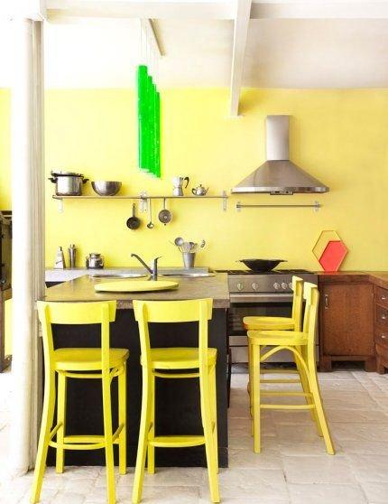 Фотография: Кухня и столовая в стиле Скандинавский, Декор интерьера, Дизайн интерьера, Цвет в интерьере, Желтый – фото на InMyRoom.ru