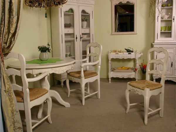 Фотография: Кухня и столовая в стиле Классический, Гостиная, Интерьер комнат – фото на INMYROOM