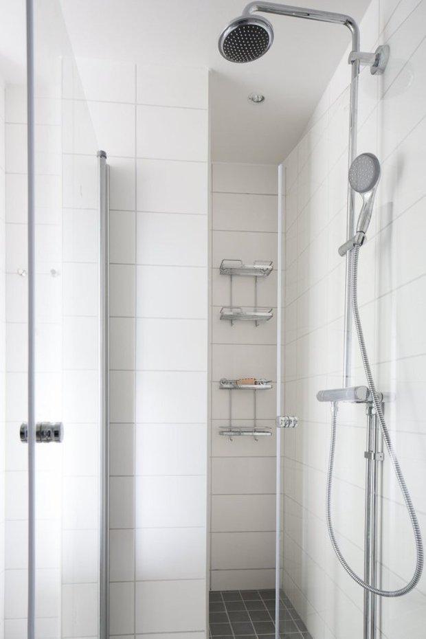 Фотография: Ванная в стиле Скандинавский, Современный, Малогабаритная квартира, Квартира, Планировки, Хранение – фото на INMYROOM