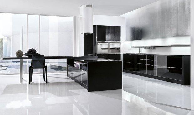 Фотография:  в стиле Хай-тек, Кухня и столовая, Декор интерьера, Дизайн интерьера, Цвет в интерьере, Черный, Пол – фото на INMYROOM