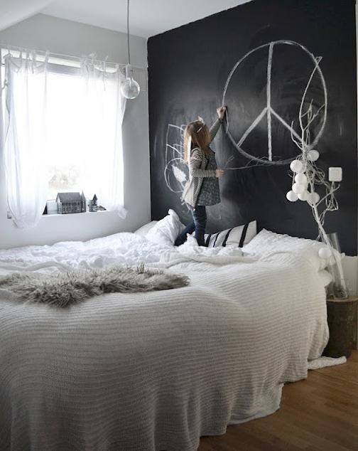 Фотография: Спальня в стиле Скандинавский, Современный, Детская, Интерьер комнат, Обои, Ремонт, Стены, Краска – фото на INMYROOM
