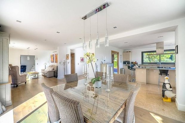 Фотография: Кухня и столовая в стиле Лофт, Гостиная, Франция, Интерьер комнат – фото на INMYROOM