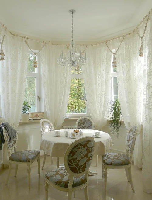 Фотография: Кухня и столовая в стиле Классический, Современный, Гостиная, Интерьер комнат, Тема месяца, Шторы – фото на INMYROOM