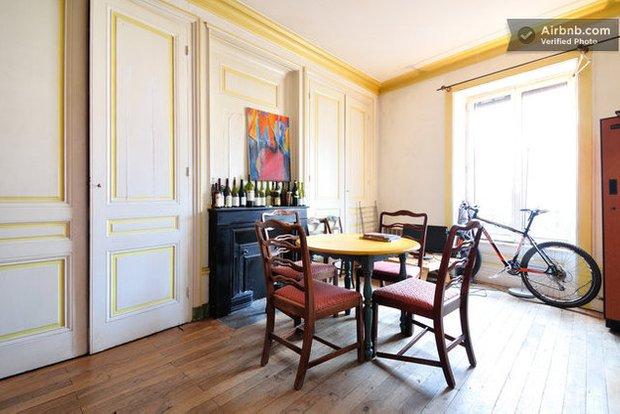 Фотография: Кухня и столовая в стиле Современный, Хай-тек, Airbnb – фото на INMYROOM