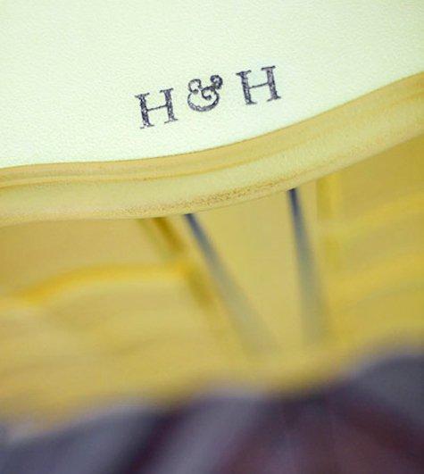 Фотография: Гостиная в стиле Прованс и Кантри, Кухня и столовая, Декор интерьера, DIY, Мебель и свет, Переделка, Кресло, Диван, Люстра, Комод, Зеркало, Стул, Холодильник, идеи переделки старой мебели, переделка старой мебели фото – фото на INMYROOM