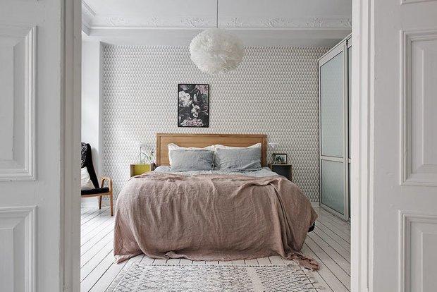 Фотография: Спальня в стиле Скандинавский, Современный, Эклектика, Декор интерьера, Квартира, Гид, Дорого и бюджетно – фото на INMYROOM