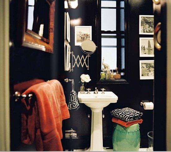 Фотография: Ванная в стиле Эклектика, Аксессуары, Декор, Мебель и свет, Советы, Черный, Бежевый, Синий, Серый – фото на INMYROOM