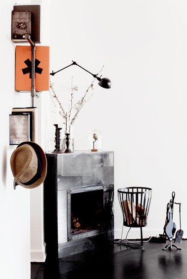 Фотография: Декор в стиле Лофт, Декор интерьера, Дом, Мебель и свет, Цвет в интерьере, Дома и квартиры, Стены, Индустриальный, Лампы – фото на INMYROOM