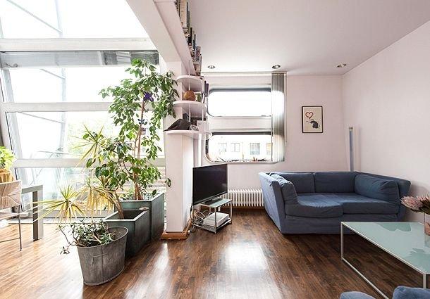 Фотография: Гостиная в стиле Современный, Эко, Малогабаритная квартира, Квартира, Советы, Бежевый, Бирюзовый, Зонирование, как зонировать комнату, как зонировать однушку, как зонировать однокомнатную квартиру – фото на INMYROOM