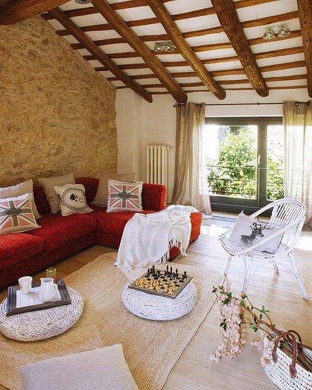 Фотография: Гостиная в стиле Прованс и Кантри, Дом, Дома и квартиры, Балки – фото на INMYROOM