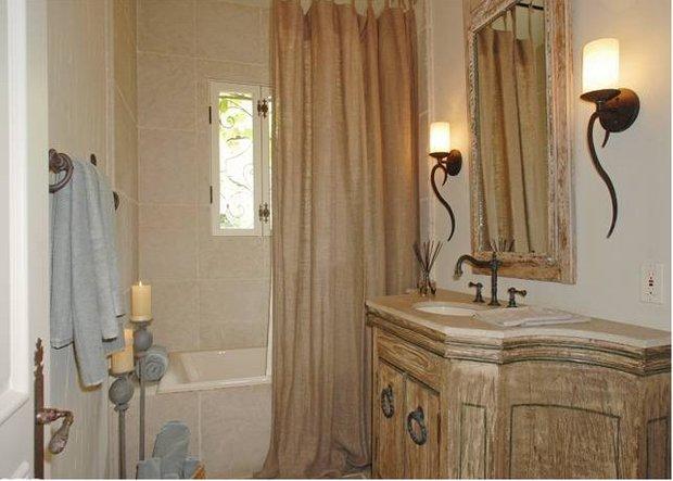 Фотография: Ванная в стиле Прованс и Кантри, Классический, Современный, Дом, Дома и квартиры, Интерьеры звезд – фото на INMYROOM